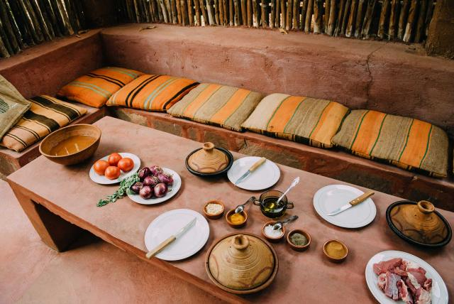 PGGF_Morocco_Authenic-Tagine-Table-Setting & PGGF_Morocco_Authenic-Tagine-Table-Setting | Discover Travel ...